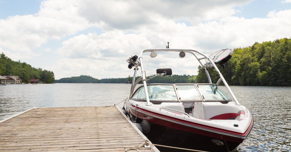 ¿Cómo elegir el mejor combustible y aceite para tu barco?