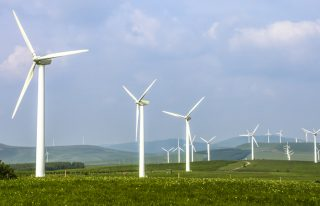 ¿Cómo funcionan los ventiladores eólicos?